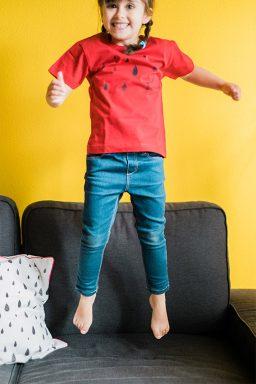 Camiseta infantil de algodón orgánico Lluvia color rojo