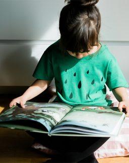 Camiseta infantil de algodón orgánico Lluvia color verde